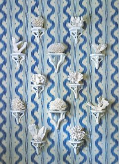 Sarah Bartholomew This foyer combines blue and white wallpaper with a wonderful collection of blue and white Chinese porcelain includin. Decor, White Wallpaper, Pierre Frey, Decor Inspiration, White Interior, Chinoiserie Chic, Blue And White, Blue And White Wallpaper, Glamorous Interiors