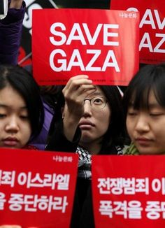 bliss-4ever:  From Seoul - In solidarity with Gaza