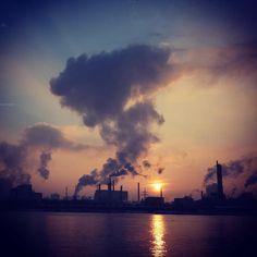 #sunset #chemie #linz #austria #goodnight #lnz #linzpictures #diebestenbilderderstadt #chemielinz #industry #economy #stadtansichten #industrieland #sundowner #igerslinz #visitlinz #borealis