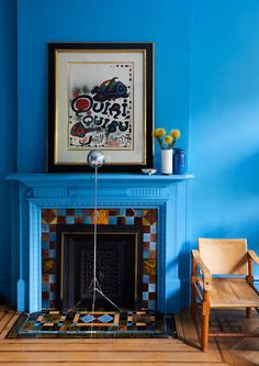 Go Bold and Go Home With Chris Benz's New Maximalist Wallpapers - Vogue Vinil Wallpaper, Wallpaper Panels, Wallpaper Roll, Living Room Stands, Living Room Decor, Aqua Paint, Emerald Blue, Eco Friendly Paper, Fireplace Design