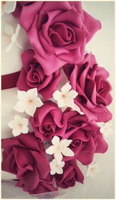 tarta de boda rosas burdeos