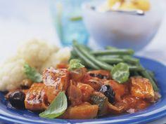 Eintopf aus Gemüse mit Süßkartoffeln und Zucchini ist ein Rezept mit frischen Zutaten aus der Kategorie Gemüseeintopf. Probieren Sie dieses und weitere Rezepte von EAT SMARTER!