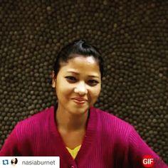 Gister was het nationale vrouwendag. Wat zijn wij trots op al onze vrouwelijke maaksters:heart: want wat leveren ze een prachtwerk!! Vandaar dit gifje van onze co-founder Nasia! #Repost @nasiaburnet with @repostapp. ・・・ :gift:Happy Internationals Women's