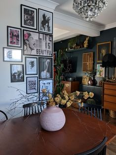 This UK home's quirky, eclectic decor was done on a very limited budget! Home decor Find Tons of Decor Inspiration in This Quirky and Colorful UK Home Quirky Home Decor, Eclectic Decor, Diy Home Decor, Home Decoration, Eclectic Design, Home Design Decor, Eclectic Style, Diy Design, Cute Dorm Rooms