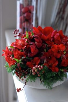 Flower arrangement of red flowers for Christmas! Christmas Flower Arrangements, Christmas Flowers, Floral Arrangements, Beautiful Web Design, Amazing Flowers, Plant Decor, Christmas Traditions, Red Flowers, Flower Decorations