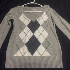 Old navy argyle sweater Old navy argyle sweater. Gray with black and dark gray details. Worn 1 time. Old Navy Sweaters V-Necks