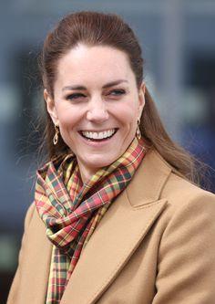Kate Middleton Makeup, Kate Middleton Style, Prince William And Catherine, William Kate, Duke And Duchess, Duchess Of Cambridge, Diana Williams, Estilo Real, Tartan Scarf