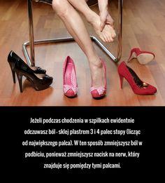 Jeżeli podczas chodzenia w szpilkach ewidentnie odczuwasz ból - sklej plastrem 3 i 4 palec stopy (licząc od największego palca). ...