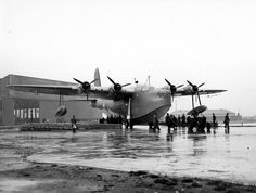 Amphibious Aircraft, Ww2 Aircraft, Military Jets, Military Aircraft, Short Sunderland, Float Plane, Aviation Image, Flying Boat, Vintage Airplanes