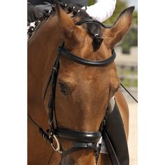The Rhinegold German Leather Comfort Flash Bridle is handcrafted from selected German leather with stainless steel fittings and has a comfort design headpiece and extra soft padding around the ears.