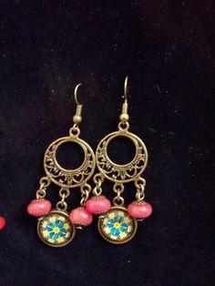 Orecchini bronzati con cabochon e perline #homemade #madewithlove #perasperaadastra #fattoamano #orecchini #bronzo #cabochon