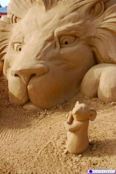 Beach, the place to be ~ sand sculpture Snow Sculptures, Sculpture Art, Lion And The Mouse, Ice Art, Snow Art, Grain Of Sand, Land Art, Beach Art, Amazing Art