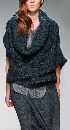 deep cowl, cables and oversized Knitwear Fashion, Knit Fashion, Womens Fashion, Style Fashion, Mode Style, Knitting Designs, Cool Sweaters, Pulls, Models