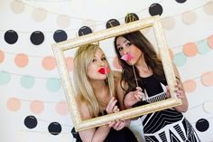 This DIY photobooth look is SUPER cute!!!! Image: Ashley dePencier Photography // event design: Mint Design
