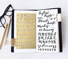 Gabarit de planificateur, Bullet Journal pochoir, pochoir Alphabet de Script, Script lettre pochoir - s'adapte à journal A5 & Midori régulière                                                                                                                                                                                 Plus