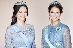 Het Zweedse hof heeft woensdag, 15-3-2016, een nieuw portret van prinses Madeleine vrijgegeven. Van prinses Sofia, de vrouw van prins Carl Philip, werd een tijd geleden al een nieuwe foto onthuld. Niet alleen lijken de portretten erg op elkaar, ook dragen beide prinsessen een soortgelijke jurk. Toeval of niet?