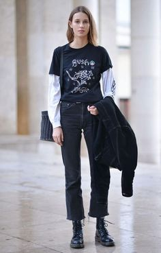 awesome Grungey skater look with the oversized shirt sleeve layered over the top of a long Alex white tee and some cropped straight leg jeans Read More by nathalierjohans Daily Fashion, Look Fashion, Winter Fashion, Fashion Outfits, Womens Fashion, Fashion Pants, Street Fashion, Street Style Vintage, Mode Vintage