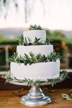 White wedding cake with olive branches {Photo by Caroline Frost} Grecian Wedding, Chic Wedding, Wedding Trends, Wedding Details, Rustic Wedding, Our Wedding, Grecian Gown, Naked Cake, Wedding Sweets