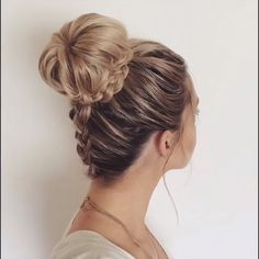 What's the Difference Between a Bun and a Chignon? - How to Do a Chignon Bun – Easy Chignon Hair Tutorial - The Trending Hairstyle Pretty Hairstyles, Easy Hairstyles, Cute Hairstyles For Prom, Hairstyle Ideas, Amazing Hairstyles, Hairstyles For Concerts, French Braided Hairstyles, Updo Hairstyles For Prom, Hairstyles For Women