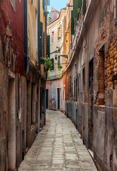 Venezia-Italy- an extremely narrow street