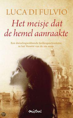 """(B)(2013) Het meisje dat de hemel aanraakte. Luca di Fulvio. """"Met 'een duizelingwekkende liefdesgeschiedenis' is niets teveel gezegd en als liefhebber van historische romans heb ik het boek in een ruk uitgelezen."""" Lees meer op: http://www.italieuitgelicht.nl/het-meisje-dat-de-hemel-aanraakte/"""