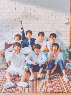 J-Hope and Jin! How cuuuute! Bts Taehyung, Bts Bangtan Boy, Bts Jungkook, Namjoon, Bts Group Picture, Bts Group Photos, Foto Bts, Les Bts, Jung So Min