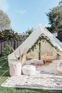 Ava's Birthday Party - Andee Layne - The dreamiest backyard birthday party! - Ava's Birthday Party – Andee Layne – The dreamiest backyard birthday party! Source by klaraschwemer – Backyard Birthday Parties, Sleepover Birthday Parties, Bonfire Birthday Party, Bohemian Birthday Party, Sleepover Room, Picnic Birthday, Adult Birthday Party, Fun Sleepover Ideas, Backyard Camping