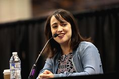 Mara Wilson speaking with attendees at the 2017 Phoenix Comicon Fan Fest at the Phoenix Convention Center in Phoenix, Arizona. Please attribute to Gage Skidmore if used elsewhere. Didi Conn, Russell Means, Mara Wilson, Phoenix Comicon, Alec Baldwin, The Rev, Phoenix Arizona, Convention Centre, Celebs