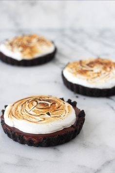 Chocolate Pudding & Toasted Marshmallow Tarts - Handle the Heat