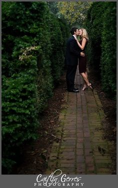 Caitlin Gerres Photography: Colonial Williamsburg Engagement Session. I love this romantic pose!