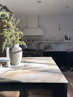 A collection of our favorite kitchen ideas! Grab tips and tricks to create your dream kitchen! Curated by Rebekah Dempsey of A Blissful Nest. Kitchen Interior, New Kitchen, Home Interior Design, Kitchen Decor, Interior Decorating, Kitchen Ideas, Küchen Design, Design Styles, Kitchen Flooring