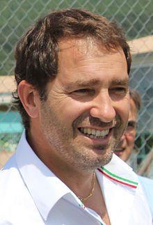 Christophe Castaner est nommé porte-parole du gouvernement chargé des relations avec le Parlement Mai, Relationships