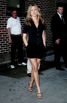 Celebs who can't stand Jennifer Aniston - Celebrities Female Jennifer Aniston Style, Jennifer Aniston Pictures, Jennifer Aniston Friends, Jeniffer Aniston, Celebs, Celebrities, Look Fashion, Fashion Outfits, Sexy Legs