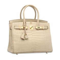 Choosing The Perfect Handbag That's Suitable For All Season - Best Fashion Tips Hermes Bags, Hermes Handbags, Hermes Birkin, Popular Handbags, Best Handbags, Luxury Bags, Luxury Handbags, Designer Handbags, Round Bag