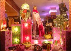 Vitrine Lustre Homme au couleur féminine: Galerie Birkmeyer à Marrakech