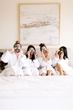 Glowing Brunch At-home spa day squad goals.At-home spa day squad goals. Squad Pictures, Friend Pictures, Besties, Event Planning Guide, Massage Place, Massage Bed, Brunch, Spa Day At Home, Spa Party