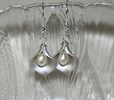Calla Lily Earrings, Flower Earrings, Freshwater Pearl earrings, Silver Earrings, Dangle Earrings,Wedding Jewelry, Sterling Silver on Etsy, $20.61 CAD
