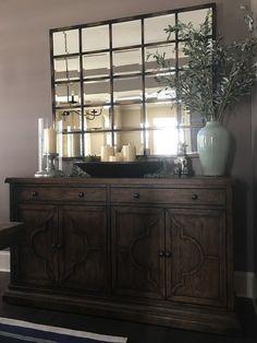 Lorraine Buffet - Source by lucia_belotti - Dining Room Buffet Table, Dining Room Sideboard, Dining Room Walls, Living Room Decor, Farmhouse Buffet, Farmhouse Decor, Decoration Buffet, Table Decorations, Home Design