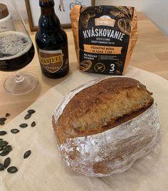 """Páči sa mi to: 149, komentáre: 6 – 𝒥𝒶𝓃𝒾𝒸𝓀𝒾𝓃𝑒 𝒟𝑜𝒷𝓇𝑜𝓉𝓎 (@janickine_dobroty) na Instagrame: """"Môj dnešný krásavec😍kváskový chlebík s čierným pivom🍻Musím povedať že s výsledkom som…"""" Bread, Food, Brot, Essen, Baking, Meals, Breads, Buns, Yemek"""