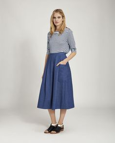 Home Linen Stripe Tee in Jersey And Tees Classic Outfits, Simple Outfits, Cute Outfits, Fashion Brenda, Simple Clothing, Simple Style, My Style, Build A Wardrobe, Midi Skirts