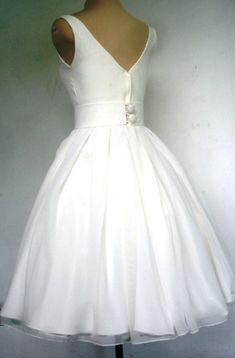 A beautiful ivory 50s wedding dress boat neck custom
