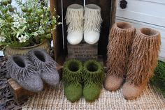 Ravelry: Moonkoosa boots pattern by tiny owl knits.  Knit with Super Bulky yarn.  Pattern link offers video with helpful tips on everything from fringing to felting.