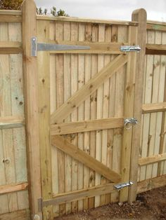 A close board gate with related ironmongery. Wooden Garden Gate, Wooden Gates, Garden Doors, Garden Fencing, Backyard Gates, Fire Pit Backyard, Fence Doors, Fence Gates, Fence Gate Design