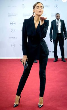 irina shayk look total black