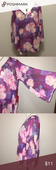 Jennifer Lopez NWT XS floral blouse Jennifer Lopez angel sleeve blouse. Size XS NWT. Jennifer Lopez Tops Blouses
