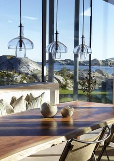 Pretty table and view: Heiberg Cummings Design Beautiful Space, Beautiful Homes, Exterior Design, Interior And Exterior, Porches, Deco Luminaire, Room Lights, Coastal Living, Decoration