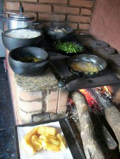Outdoor Cooking Stove, Outdoor Stove, Outdoor Kitchen Design, Home Decor Kitchen, Rustic Kitchen, Table D Hote, Modern Small House Design, Diy Kitchen Storage, Stove Oven