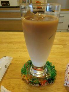 今日は喫茶店でアイスカフェオレいただいています。