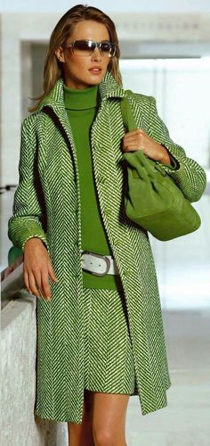 Green tweed skirt and matching coat Green Fashion, Look Fashion, Trendy Fashion, Winter Fashion, Womens Fashion, Fashion Trends, Office Fashion, Fashion Spring, Mode Outfits