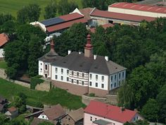 zámek Skalka Mansions, House Styles, Home Decor, Decoration Home, Manor Houses, Room Decor, Villas, Mansion, Home Interior Design
